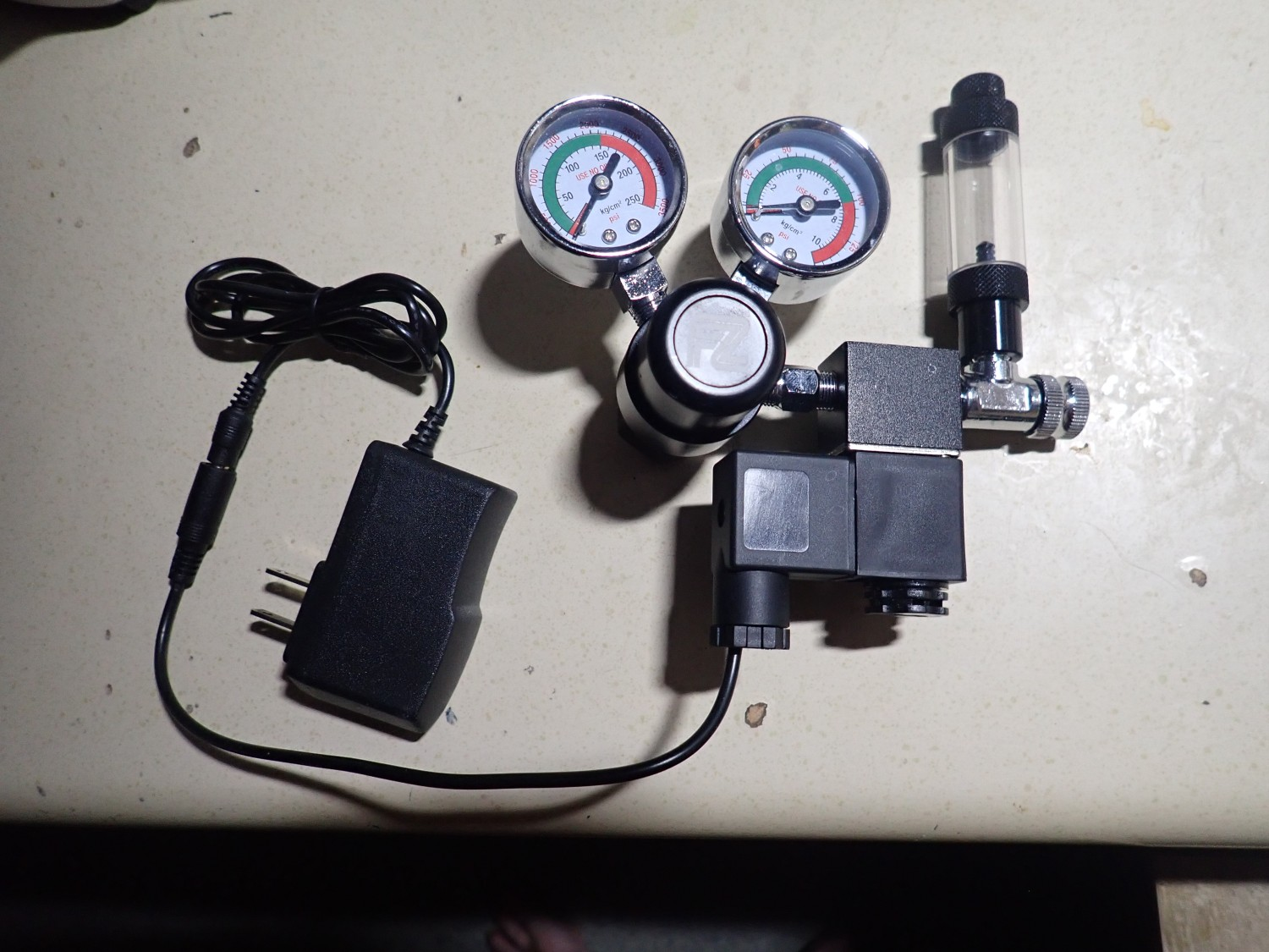 Pressure regulator for         aquarium